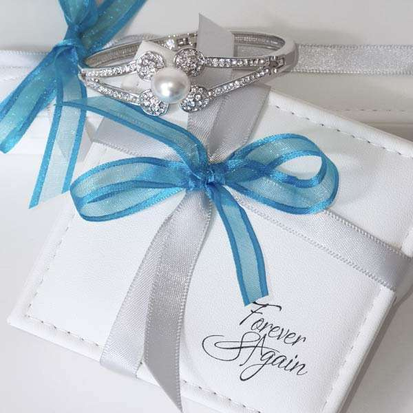 Pearl Swarovski crystal bracelet