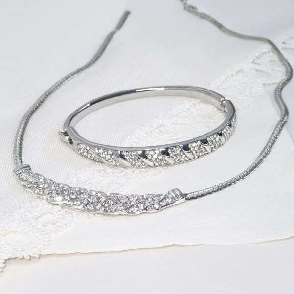 Crystal jewellery set