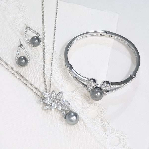 Steel grey pearl jewellery set