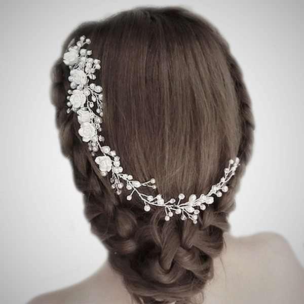 Porcelain floral hairvine.