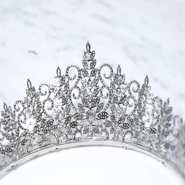 Micropaved bridal crown