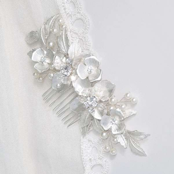 Silver flower haircomb