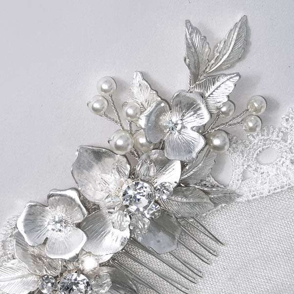 Chic hair comb