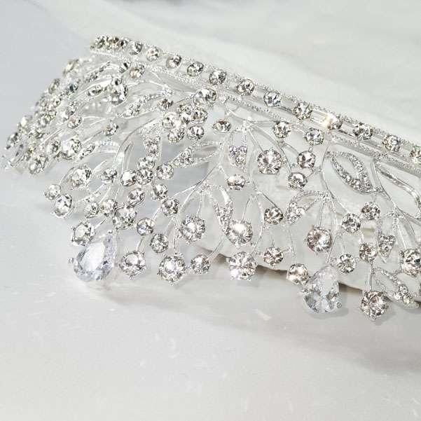Elegant crystal crown