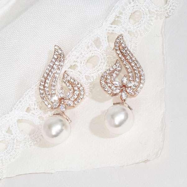 Rose pearl drop earring